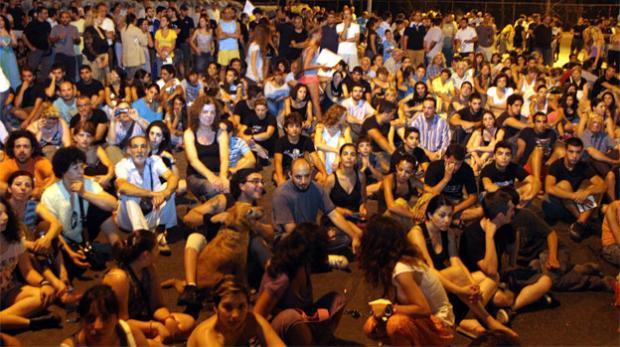 20η Απριλίου: Απόπειρα κατάληψης της συγκέντρωσης από ακραία στοιχεία (Κύπρος)