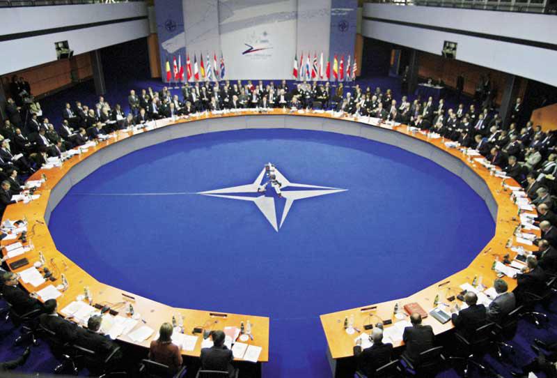 Το ΝΑΤΟ εγκαθίσταται στη Λιβύη