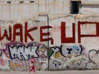 WAKE UP: Ἡ ἐξέγερση ὡς ἀμερικανιά