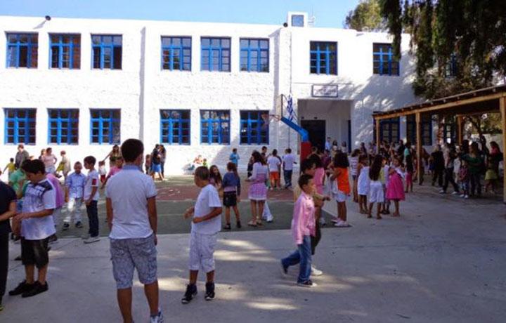 Νέα σχολική χρονιά: Τα σχολεία άνοιξαν, oι καθηγητές ήρθαν;
