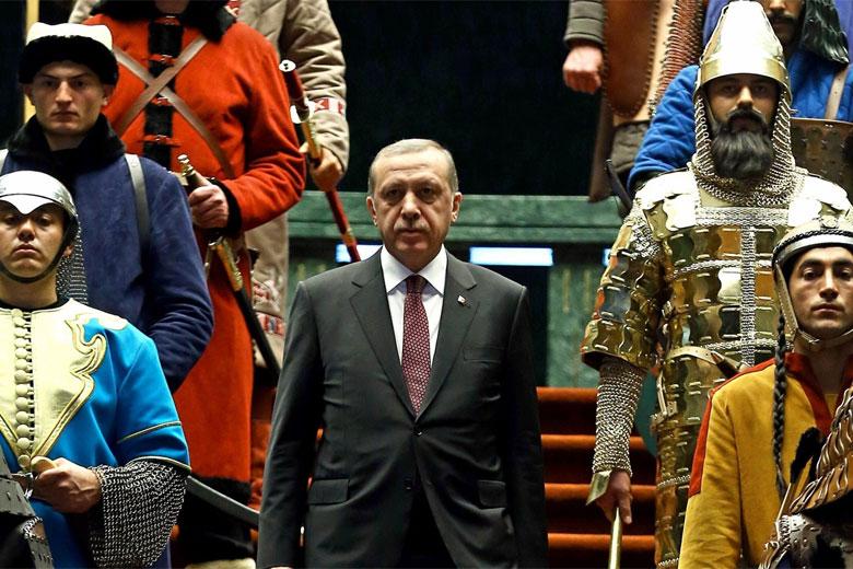 Η Τουρκία υποστηρίζει τους φανατικούς ισλαμιστές της Λιβύης