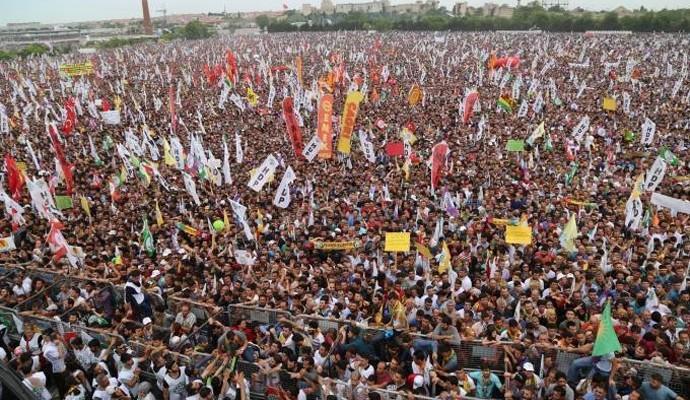 Οι Κούρδοι γιορτάζουν τη νίκη του HDP