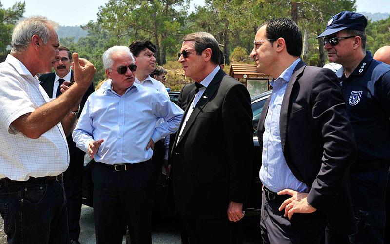 Κύπρος: Θρηνώντας στ' αποκαΐδια