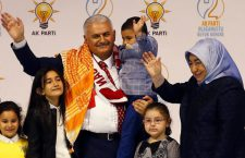 Turkey's Transportation Minister Binali Yildirim, accompanied by his wife Semiha Yildirim and their grandchildren, greets members of his party as he arrives for the Extraordinary Congress of the ruling AK Party (AKP) to choose the new leader of the party, in Ankara, Turkey May 22, 2016. REUTERS/Umit Bektas