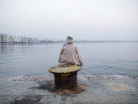 A woman gazing at the sea, on the waterfront of Thessaloniki. November 2013. / Μια γυναίκα αγναντεύει την θάλασσα στην παραλία της Θεσσαλονίκης. Νοέμβριος 2013.